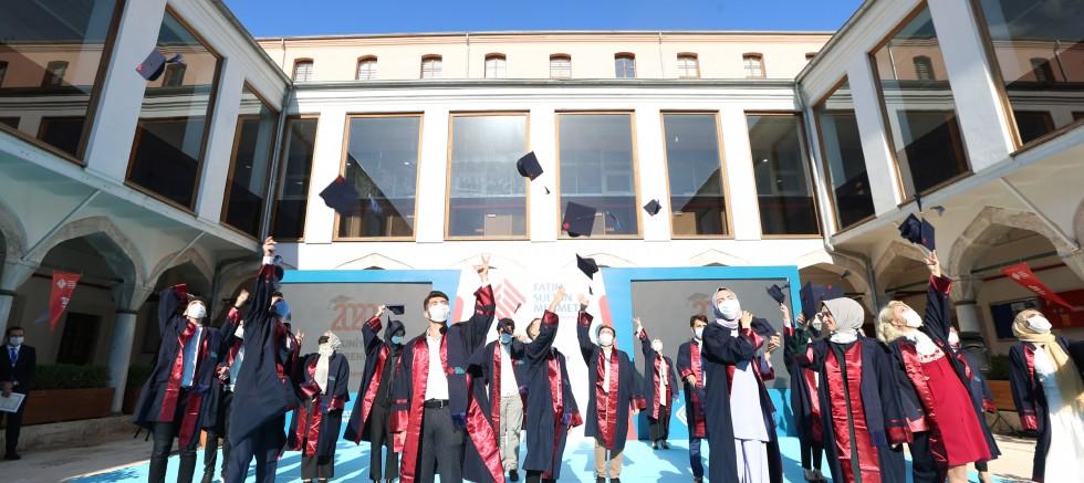 2020 mezunları koronavirüs önlemleriyle uğurlandı