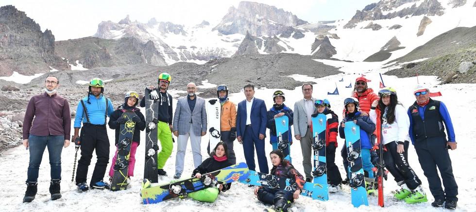 Erciyes'te Temmuz ayında kayak keyfi