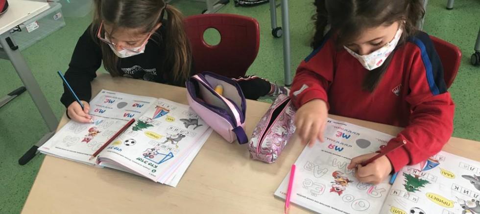 İlkokul öğrencilerine Rusça kitap