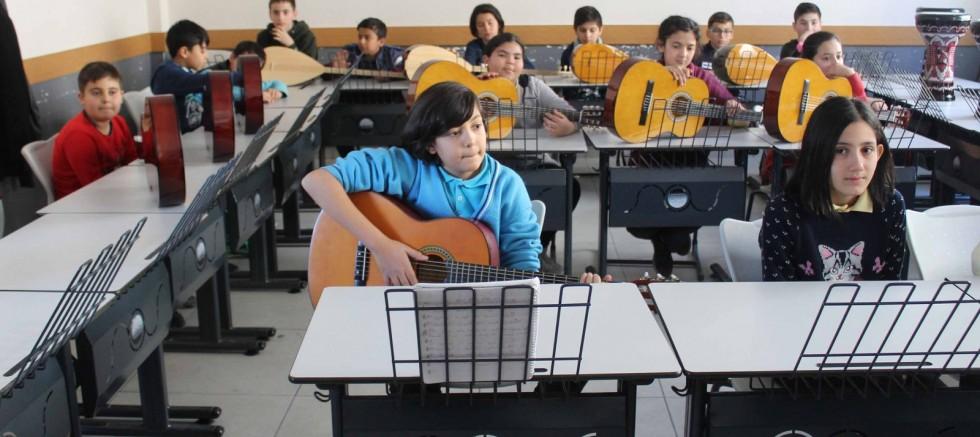 Köyde enstrümanlı ders