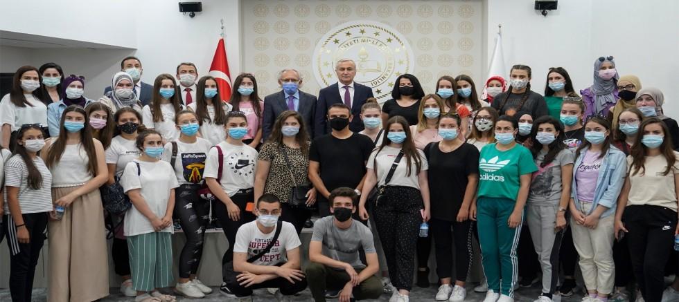Novi pazarlı öğrenciler bakan yardımcısı Safrah'ın konuğu oldu