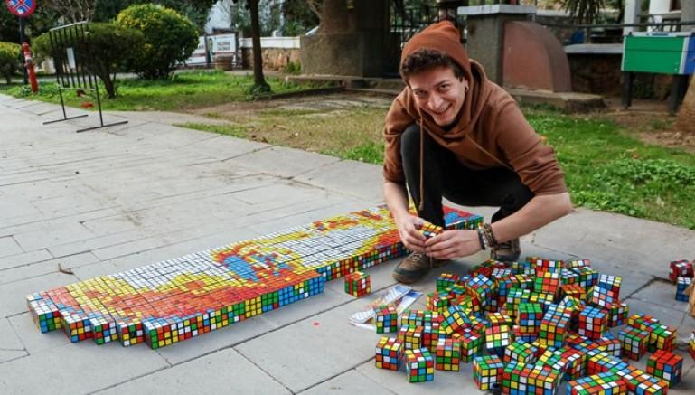 Rubik küplerle Kobe Bryant portresi