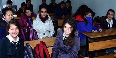 Depremzede öğrenciler okuluna kavuştu